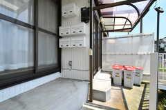 玄関の様子。郵便受けは専有部ごとに使えるスペースが決まっています。(B棟)(2018-05-24,周辺環境,ENTRANCE,3F)