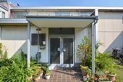 シェアハウスの正面玄関。(2015-07-10,周辺環境,ENTRANCE,1F)