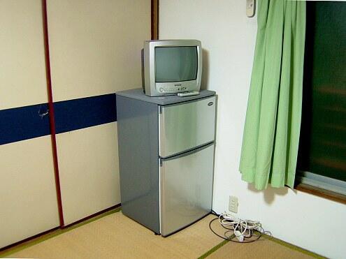 210号室TVと冷蔵庫