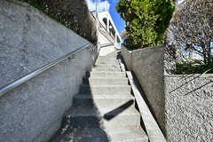 高台に建っているため、階段を上ります。(2017-02-15,共用部,OTHER,1F)