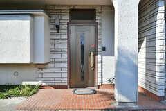 シェアハウスの玄関ドア。(B棟)(2017-02-15,周辺環境,ENTRANCE,1F)