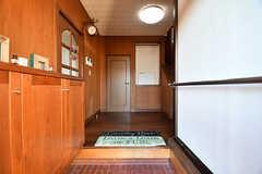 玄関から見た内部の様子。(B棟)(2017-02-15,周辺環境,ENTRANCE,1F)