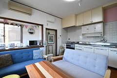リビングの様子4。キッチンが併設されています。(B棟)(2017-02-15,共用部,LIVINGROOM,1F)