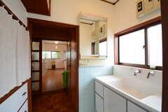 脱衣室に設置された洗面台の様子2。(2014-11-06,共用部,BATH,1F)