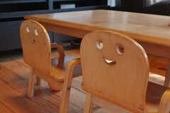 子ども用の椅子。ニッコリ。(2019-08-08,共用部,LIVINGROOM,1F)