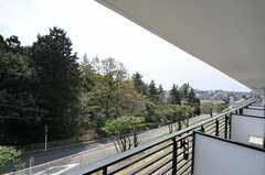 ベランダからの景色。高台にあるので1階でも眺めが良いです。(102号室)(2011-04-15,専有部,ROOM,1F)