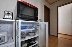 食器棚の様子。ヘルシオもあります。(2011-09-14,共用部,OTHER,2F)