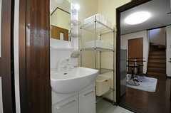 洗面台はシャワー水栓です。(2011-09-14,共用部,OTHER,1F)
