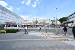 鶴見駅前はバスロータリーになっています。(2017-08-09,共用部,ENVIRONMENT,1F)