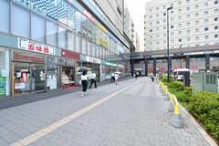 駅前は飲食店なども充実しています。(2017-08-09,共用部,ENVIRONMENT,1F)