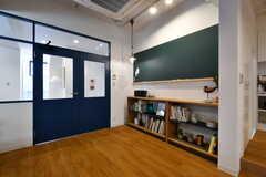 リビングの一角には黒板があります。(2017-03-28,共用部,LIVINGROOM,1F)