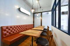 カフェスペースの様子。アメリカンなテイストです。(2017-03-28,共用部,LIVINGROOM,1F)