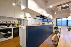 キッチンの様子。リビングからは1段上がっています。(2017-03-28,共用部,KITCHEN,1F)