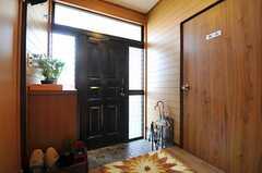 内部から見た玄関周りの様子。(2013-03-04,周辺環境,ENTRANCE,1F)