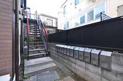 2階へは外階段を使って上がります。(2015-10-20,共用部,OTHER,1F)