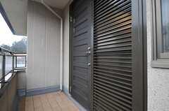 シェアハウスの正面玄関。(2012-03-02,周辺環境,ENTRANCE,2F)