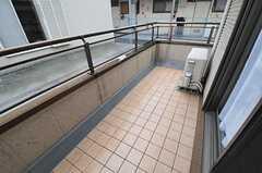 ベランダも余裕があります。(203号室)(2012-03-02,専有部,ROOM,2F)