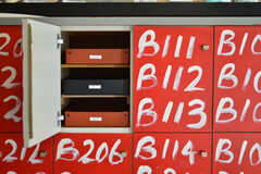 郵便受けは部屋ごとにトレイが用意されます。(2012-02-10,周辺環境,ENTRANCE,1F)