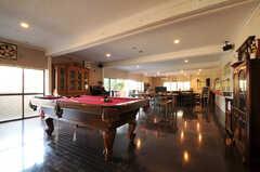 置かれている家具は、ほとんどが売り物で、売れるたびに入れ替わりがあるのだそう。(2012-02-10,共用部,LIVINGROOM,1F)