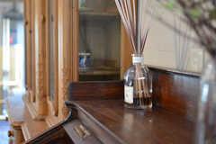 アンティーク家具の上にあるルームフレグランス。(2012-02-10,共用部,OTHER,1F)
