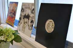 窓際にレイアウトされたレコードの様子。(2012-02-10,共用部,OTHER,1F)