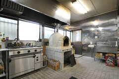 ワークショップで設置したピザ窯の様子。(2012-04-21,共用部,KITCHEN,1F)