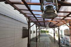 つぎ木され高くなった屋根。ランタンがぶら下がっています。(2012-02-10,共用部,OTHER,1F)