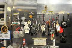 共用のキッチングッズは壁掛け収納です。(2014-06-02,共用部,KITCHEN,1F)