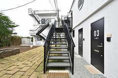 階段の様子。リビングは2階にあります。(2017-05-09,周辺環境,ENTRANCE,1F)