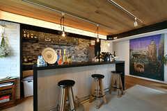 バーカウンターの様子。裏手がキッチンです。(2017-05-09,共用部,LIVINGROOM,2F)