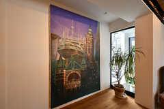 かつてアパートだった頃からお付き合いのあった画家の方が描いた、横浜の絵。二科展で入賞した作品だそうです。(2017-05-09,共用部,KITCHEN,2F)