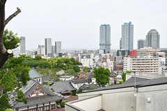 屋上からは横浜ベイブリッジが見えます。花火も見えるそう。(2017-05-09,共用部,OTHER,3F)