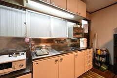 キッチンの様子。タカラスタンダード製。(2020-02-26,共用部,KITCHEN,1F)