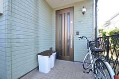 玄関ドアの様子。(2015-04-27,周辺環境,ENTRANCE,1F)