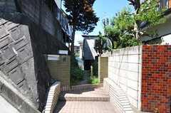 シェアハウスの門扉。(2011-08-30,周辺環境,ENTRANCE,1F)