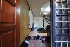 正面玄関から見た内部の様子。(2011-08-30,周辺環境,ENTRANCE,1F)