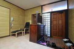 内部から見た玄関周りの様子。(2011-08-30,共用部,LIVINGROOM,1F)