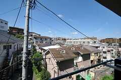窓からの景色。高台に建っています。(101号室)(2011-08-30,共用部,BATH,1F)