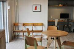 使い込まれた家具の佇まいも、空間に馴染みます。(2013-09-18,共用部,LIVINGROOM,1F)