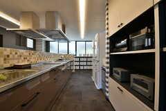 入居者が集まっても使いやすい広々としたキッチン。(2019-10-09,共用部,KITCHEN,1F)