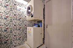 乾燥機と洗濯機の様子。(2019-10-09,共用部,LAUNDRY,1F)