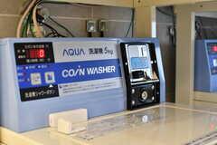 洗濯機はコイン式です。(2019-10-09,共用部,LAUNDRY,2F)