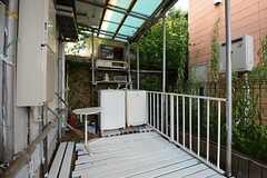 テラスの様子。洗濯機が2台設置されています。(2014-07-31,共用部,LAUNDRY,1F)