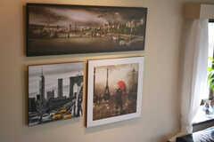 壁には写真パネルが飾られています。(2015-01-26,共用部,LIVINGROOM,4F)