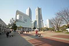 JR・桜木町駅の様子。映画館もあります。(2016-03-23,共用部,ENVIRONMENT,1F)