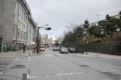 シェアハウスからJR根岸線・港南台駅へ向かう道の様子。(2014-03-17,共用部,ENVIRONMENT,1F)