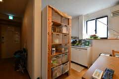 部屋ごとに使える収納ボックスの様子。(2020-08-24,共用部,KITCHEN,2F)