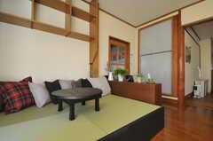 畳の編みこみは和紙だそう。色あせがないのが特徴との事。(2012-12-25,共用部,LIVINGROOM,1F)