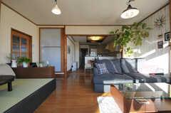 庭側から見たリビングの様子。(2012-12-25,共用部,LIVINGROOM,1F)