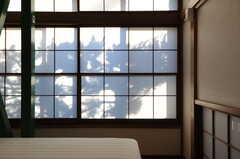 窓に映る影。(103号室)(2012-12-25,専有部,ROOM,1F)